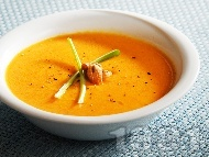 Крем супа от моркови, лук, домати и сметана с лимонов вкус